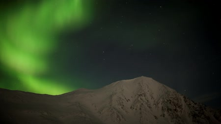 Антарктика : Aurora Borealis over the mountains