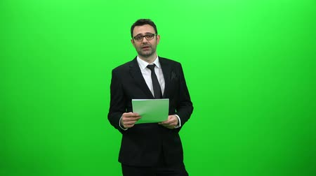 kotva : Male News Anchor Presenting on Green Screen