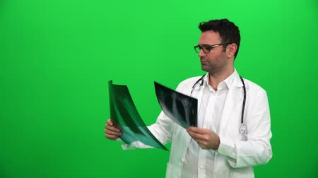 Doctor Analyzing X-Ray on Green Screen Vídeos