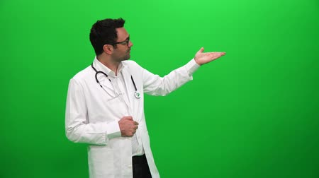 Doctor Giving Presentation Green Screen Background Vídeos