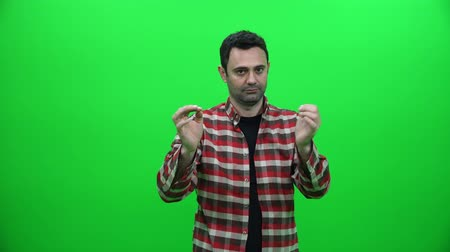 Breaking a Cigarette on Green Screen Vídeos