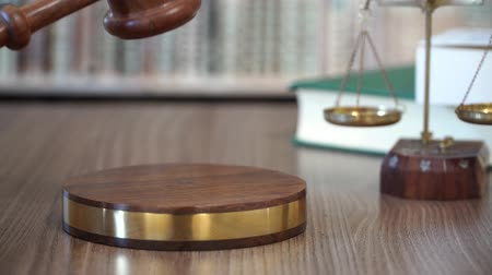 наказание : Gavel in Justice Court