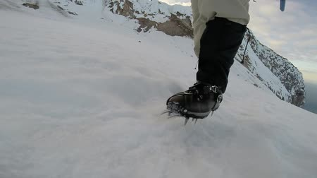wspinaczka górska : Walking Climbing on Ice Crampons Hiking Adventure