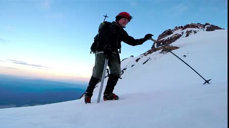 alpes : Walking Climbing on Ice Crampons Hiking Adventure