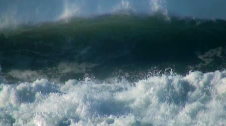 lento : Ocean very big wave blue sky slow motion