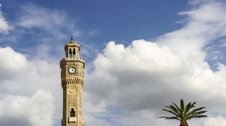 Эгейский : izmir clock tower time lapse with clouds. Konak square city center. UHD 29.97p Стоковые видеозаписи