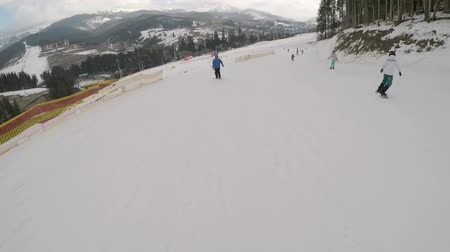 snowbord : Skiers skiing down on slopes in Bukovel ski resort. Wideo