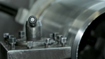 valf : cylinder grinding. the process of grinding large metal cylindrical parts in production
