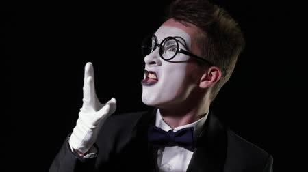 žolík : mime in a tuxedo with bowtie emotionally shouts at someone