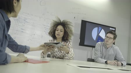 чувствительный : Man and women using digital tablet during meeting in conference room Стоковые видеозаписи
