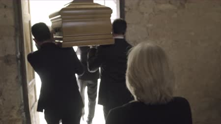 trumna : Pallbearers leaving Church with coffin followed by family Wideo