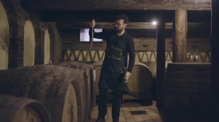 Farmer pouring wine from barrel Stok Video