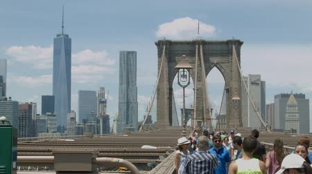 centrum : Brooklyn Bridge in the Summer