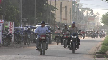 motorkerékpár : Motorcycle Traffic in Puerto Maldonado, Peru