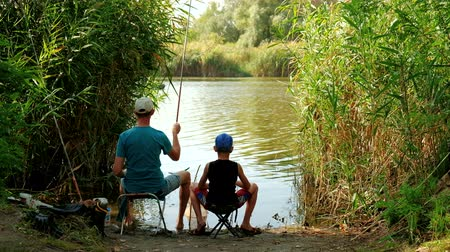 Dad and son fishing on lake. Stok Video