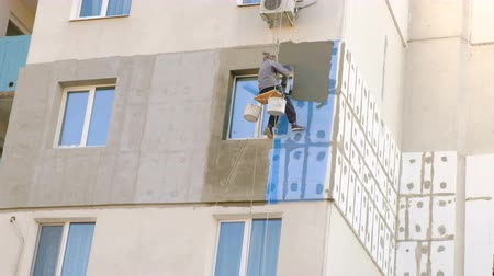 izolace : Climber Work On The Building. Multi-storey residential building