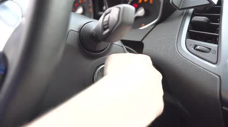 стартер : Close up of girl putting key into key whole for making car starts to work. Стоковые видеозаписи