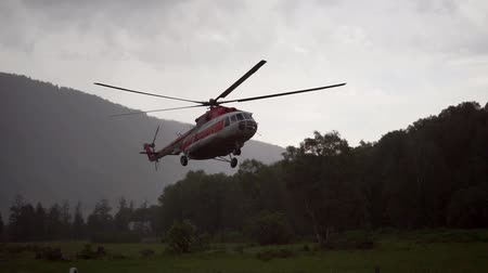 ajudar : helicopter in the mountains flying