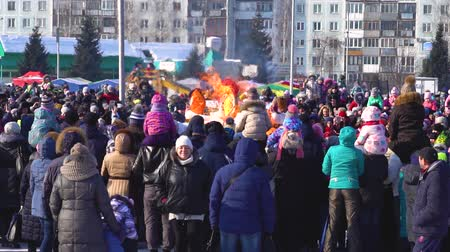 костра : Novokuzneck, Russia - February 18, 2018: the burning of effigies in the street
