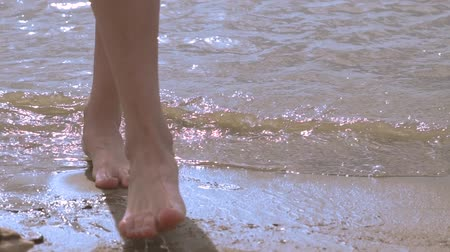 womens feet go to sea
