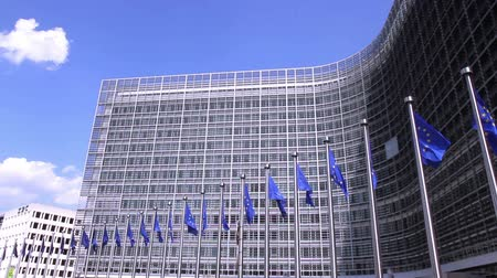bélgica : European Flags floating in front of the European Commission in Brussels. Stock Footage