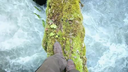 voluntário : Feet Man trekking boots walking log over river Lifestyle Travel survival concept