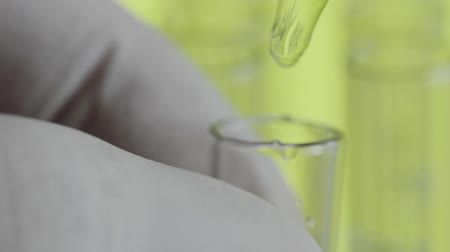 биохимия : Close up of laboratory scientist hand working with a pipette Стоковые видеозаписи