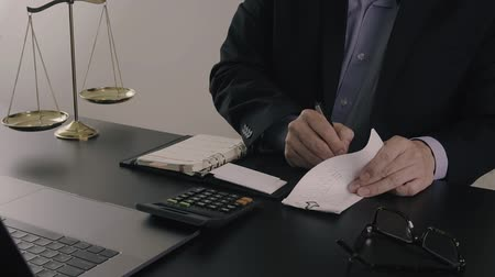 ludzie biznesu : Justice and law concept.Businessman or lawyer in the office working with calculator