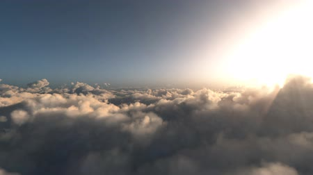 Flight through beautiful clouds Vídeos