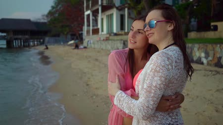 урод : Happy female lesbian couple resting on beautiful tropical beach. The concept of LGBT