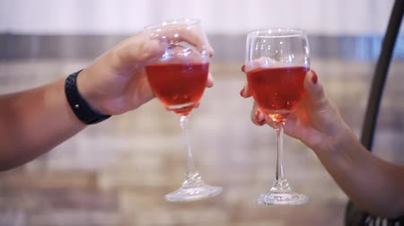 kırmızı şarap : Two People Cheers or Toast Red Wine Glasses Clinking. Holiday Celebration Concept. Stok Video
