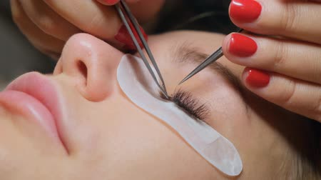 rozšíření : Eyelash removal procedure close up. Beautiful Woman with long lashes in a beauty salon. Eyelash extension