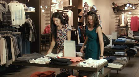 eleganckie : Two young girls make shopping
