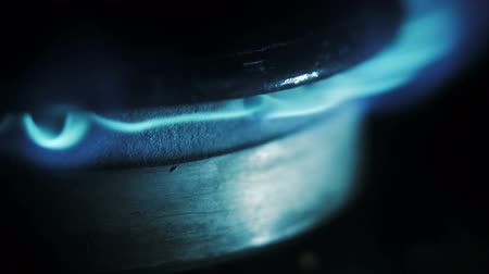 fogão : Gas inflammation in stove burner, very close shot