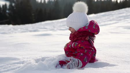 neve : Little cute girl plays with snow