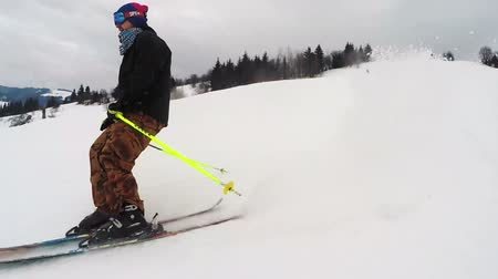 wintersport : der Skifahrer tut Tricks Videos