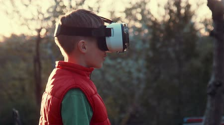 realidade : Little boy use virtual reality headset helmet, he very impressed Vídeos