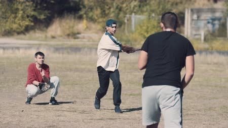 batedor : Rear View of Male Pitcher Tossing Ball Towards Batter and Catcher in Casual Game of Baseball in Sunny Field on Summer Day Stock Footage