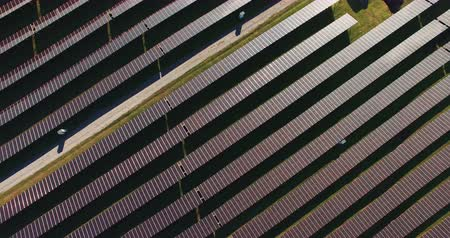 генератор : Drone shot of solar batteries in the field