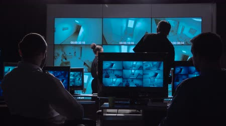 бдительность : A special forces surveillance team in a modern office with large live screens.