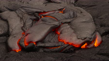volcanology : Hawaii Lava Flow by night - 4K