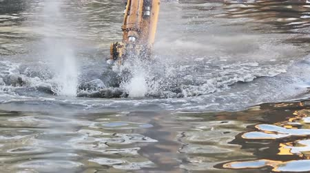 bahno : Bucket dredging machines: lifting the soil from the bottom of the river
