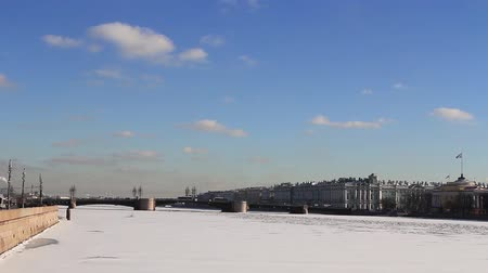 Time lapse of Neva river and Winter (Zimniy) palace and Admiralty at february. St. Petersburg, Russia Wideo