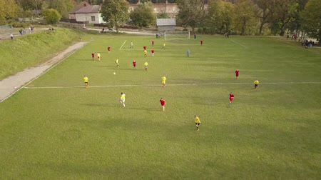 amateurvoetbal : Aerial Photography football match. Amateur football players play football. 4k