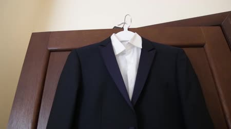 non şehir sahne : The bridegroom is dressing for wedding. Accessories for the bride, jacket, shoes, cufflinks. A groomed young man dressed up. Stok Video