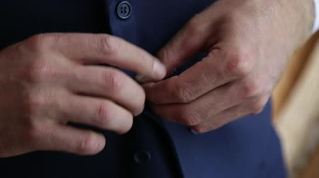 ponto de vista : The bridegroom is dressing for wedding. Accessories for the bride, jacket, shoes, cufflinks. A groomed young man dressed up. Stock Footage