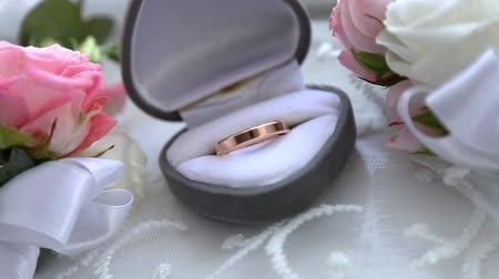 oświadczyny : Two gold rings in a box for rings at the wedding Wideo