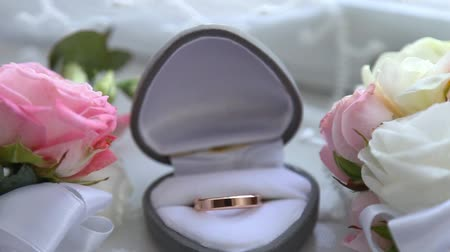 Two gold rings in a box for rings at the wedding Stok Video