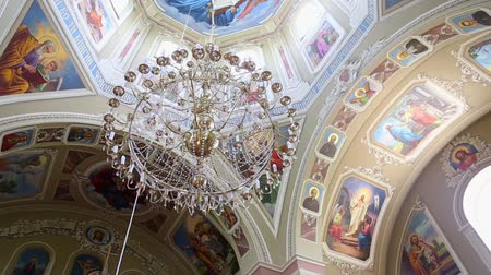 кулон : The crystal pendant lamps in a church hall