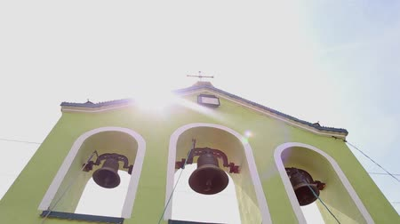 бульвар : Green church bell tower on a sunny day